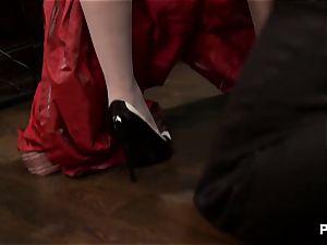 rubbin' some maid bootie