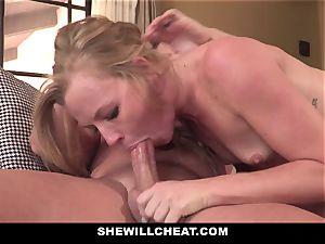 SheWillCheat - Squirty wifey Gets Slayed By Internet guy