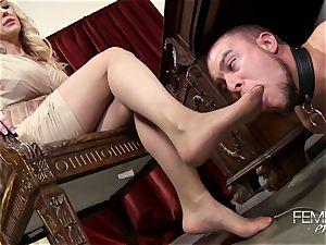 kinky ample bosses Headmistress Brandi enjoy predominates her employee in the office
