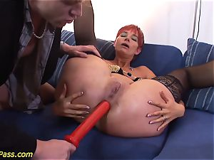 greased obese milf gets anal pumped