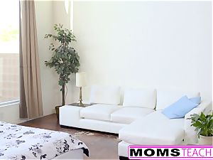MomsTeachSex - red-hot Step-Mom And nubile Get sloppy facial