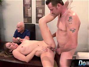 steamy wife Daisy Layne screws and licks cum