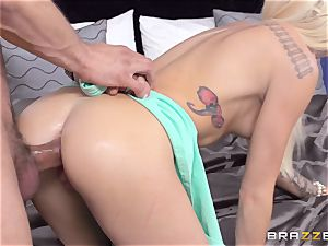 Halle Von analled by her sisters stud
