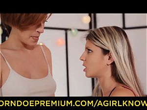 A doll KNOWS voluptuous lesbian chicks pussy slurping