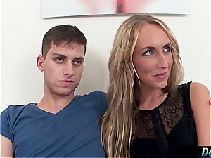 ash-blonde tart demonstrates her stupid beau how the real boys pound