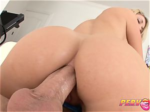 PervCity Amber Ashlee anal invasion fucky-fucky with Mike Adriano