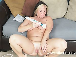 Gabriella Banks is perceiving fine stimulations on her humid cunny.