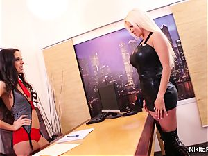 Nikita's girly-girl office boink