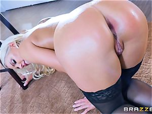 Keiran Lee sticking his wood into Kenzie Taylor