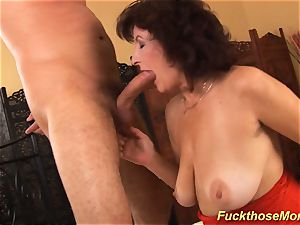 facial on big-titted hairy mommy