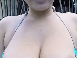 Karlee Grey loses her bathing suit to plumb her beau