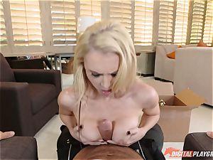 platinum-blonde hottie Alix Lynx downs on weenie