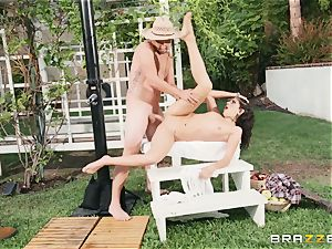 Lexi Rose takes some stiff cock deep in her pussyhole outdoors