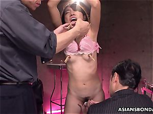 groaning japanese superslut getting her dousing wet muff toyed