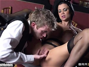 killer buxomy waitress Jasmine Jae gets her taut cooter pulverized by Danny