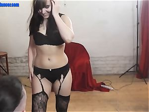 Dance and handjob by raw cunt nubile
