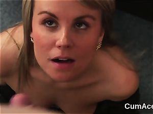 Foxy stunner gets popshot on her face guzzling all the charge