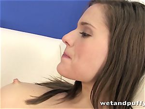 Teeny hoe Silvia Luca wants to taunt her labia