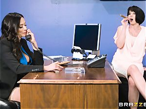 donk plowing mummy Ariella Ferrera in the office