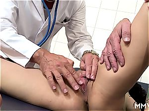 threesome anal checkup for German blond