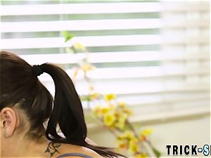 masseuse takes spunk facial