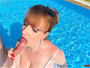 brit Mature red xxx blowing jizz-shotgun in a pool