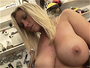 scorching Devon Lee luvs taunting her sugary-sweet wet pearl